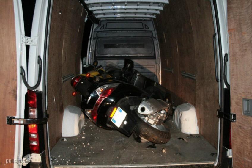 Sprinterem staranował radiowóz – padły strzały