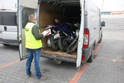 W busach przewieźli do Polski 10 skradzionych motocykli