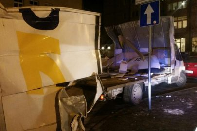 Przemyśl: Citroën Jumper nie zmieścił się pod mostem