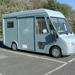 VW T4 z oryginalną zabudową i odsuwanymi przednimi drzwiami
