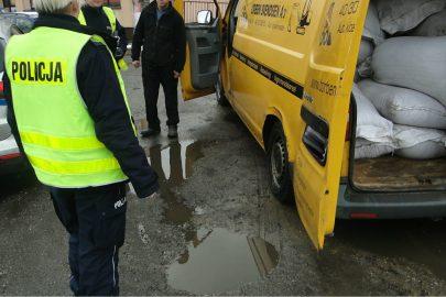 Ważyli i kontrolowali przeciążone busy – specjalna akcja policji i ITD