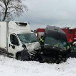 Groźne zderzenie Citroëna Jumpera i Volkswagena LT na DK nr 74