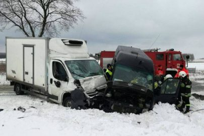 9d085c57b9e87 Groźne zderzenie Citroëna Jumpera i Volkswagena LT na DK nr 74