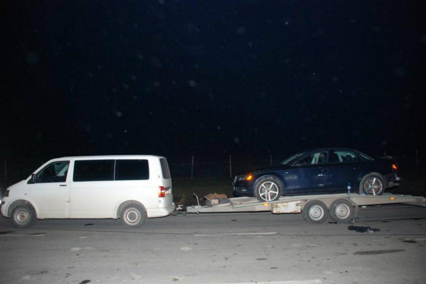 Miał 6 promili – wpadł pod lawetę ciągniętą przez VW T5