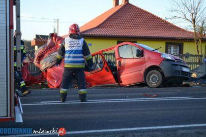 5 osób nie żyje a 4 są ranne – Opel Vivaro wjechał w ciężarówkę