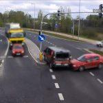 Na czerwonym przez skrzyżowanie – kierowca busa winny kolizji