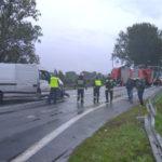 Renault Master zderzyło się z autobusem – 11 osób trafiło do szpitala