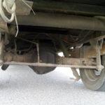 Urwane dwa amortyzatory i brak świateł stop w Iveco Daily