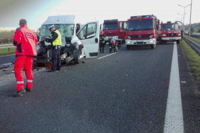 Fiat Ducato wjechał w naczepę na A4 – 5 osób z minibusa w szpitalu