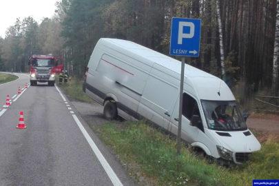 Mercedes Sprinter wjechał w Audi – pasażerka z osobówki w szpitalu