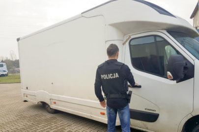 Przeładowane Renault Master – w środku 3 tony nielegalnego tytoniu