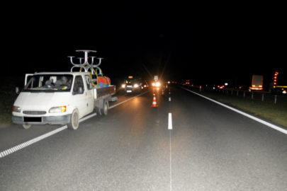 Z jadącego Forda Transita wypadł pasażer – 37-latek zginął na miejscu