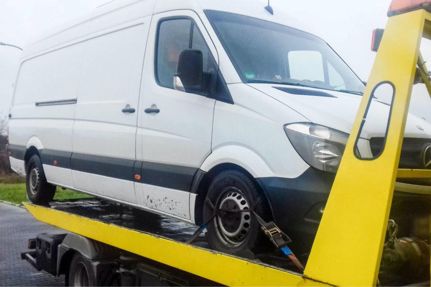 """Kierowca trzeźwy, ale furgon """"trefny"""" – Mercedes Sprinter odzyskany"""