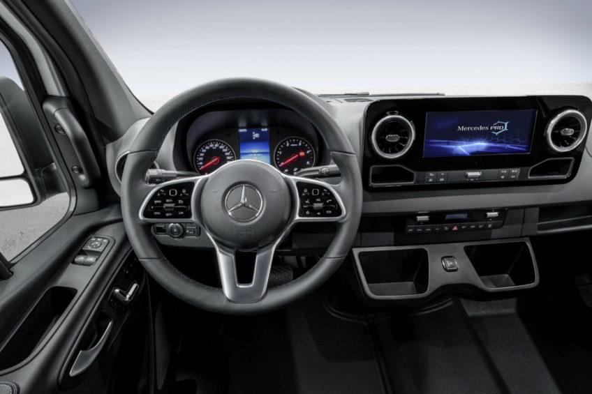 Mercedes Sprinter III – deska rozdzielcza na oficjalnych zdjęciach