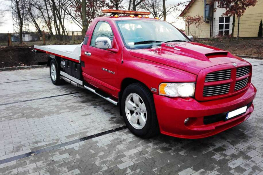 Dodge RAM 5.7 HEMI 350 KM – pomoc drogowa z V8 pod maską