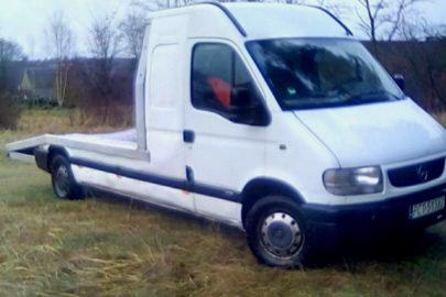 Opel Movano A z ciekawą zabudową – kiedyś furgon a teraz autolaweta
