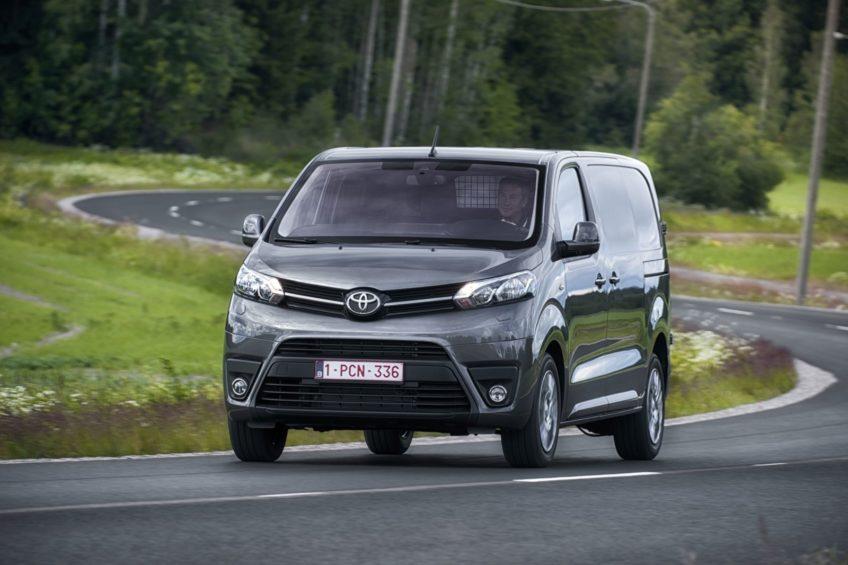 Toyota ProAce i Hilux – sprzedaż użytkowych modeli w 2017 roku