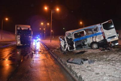 W Radomiu Ford Transit Custom wjechał w DAF-a. Zginął pasażer busa