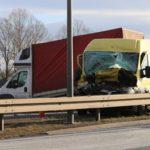 Wypadek z udziałem 3 dostawczaków na DK nr 1 pod Pszczyną