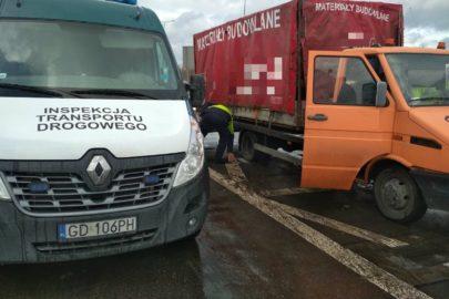 Autolaweta wielozadaniowa – Iveco TurboDaily z najazdem i plandeką