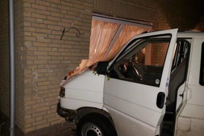 W Holandii pijany Polak wjechał Volkswagenem T4 w dom