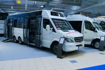 3-osiowy Sprinter na bliźniakach i MAN TGE 5.180 w roli autobusu