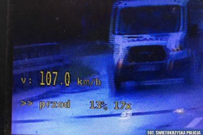 Transitem 107 km/h w terenie zabudowanym – stracił prawo jazdy