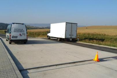 Iveco Daily ważyło ponad 9 ton – kierowca nie miał prawa jazdy