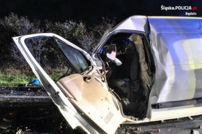 Renault Master najechało na naczepę – kierowca busa zmarł