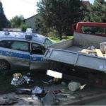 Skrzyniowy Mercedes wjechał w radiowóz – 4 osoby ranne