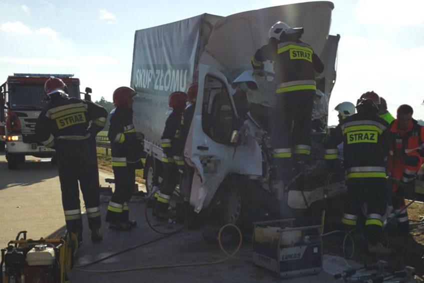 Ford Transit wjechał w ciężarówkę – wypadek na autostradzie A4