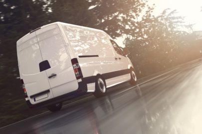 Jak korzystnie kupić samochód dostawczy, obliczając jego całkowity koszt użytkowania (TCO vs koszt jednostkowy)?