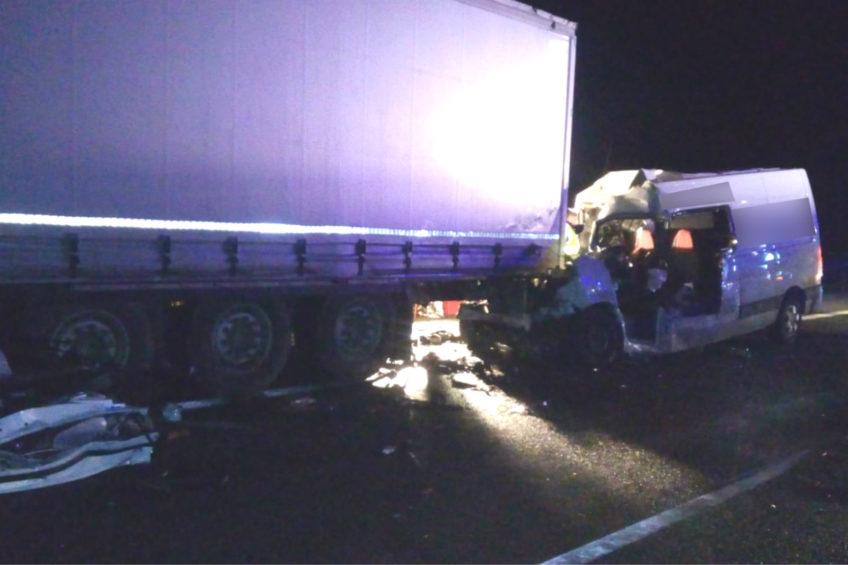 Osobówka jechała pod prąd na A1- zginął kierowca Renault Master