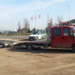 Peugeot Boxer z lawetą bez koła a kierowca bez uprawnień