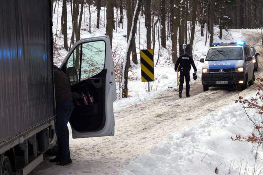 Renault Master blokowało drogę – w kabinie martwy kierowca