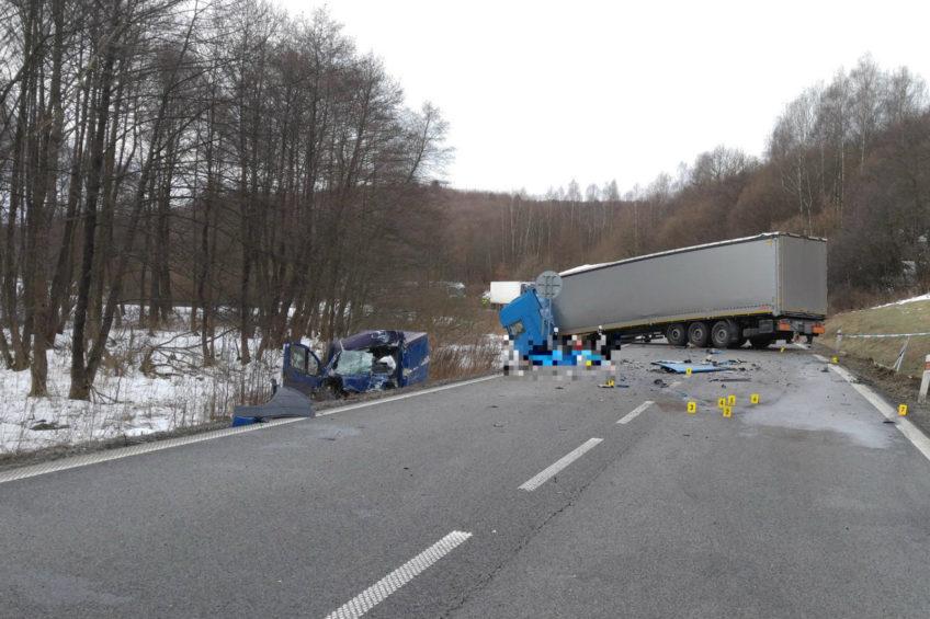 Zderzenie polskiej ciężarówki z furgonem na Słowacji. Kierowca busa zmarł