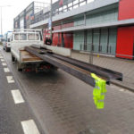 Ładunek prawie 4 metry za burtą Iveco Daily – do tego brak OC