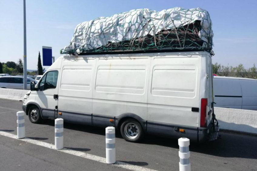 Francuska Żandarmeria zatrzymała ważące 12 500 kg Iveco Daily