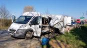 Na Peugeota Boxera wpadł 3-tonowy kafar – kierowcy nic się nie stało