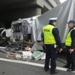 """Na """"A2-ce"""" w 2 busy wjechała ciężarówka – jedna osoba zmarła"""