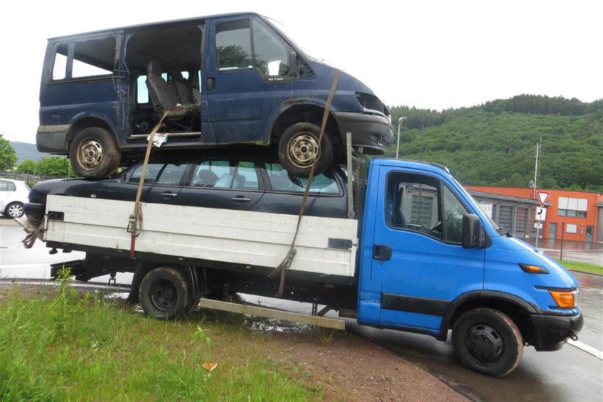 Transit i E-klasa na skrzyni Iveco Daily. Kierowca próbował uciec policji
