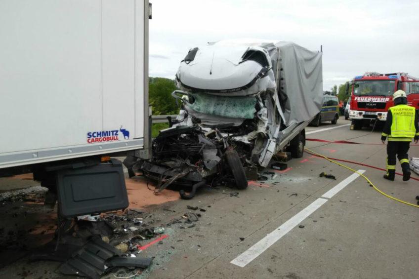 Wypadek busa na niemieckiej A14 –  tożsamości kierowcy nieznana