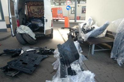 Na pace Renault Master znaleźli 61 części ze skradzionego SUV-a