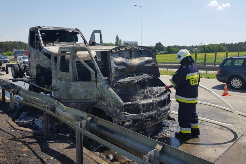 Pożar autolawety na S8 – od Sprintera zajęło się nowe Iveco Daily