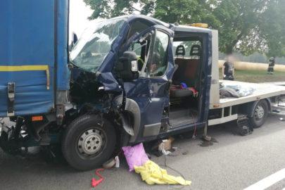 Na DK 92 autolaweta wjechała w tandem – dwie osoby ranne