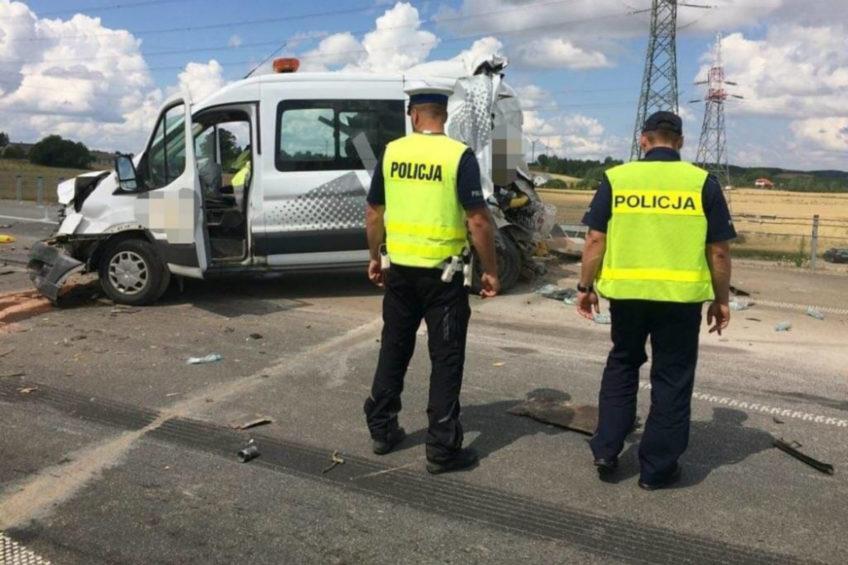Na obwodnicy Suwałk w Transita wjechał MAN – zginęły 2 osoby