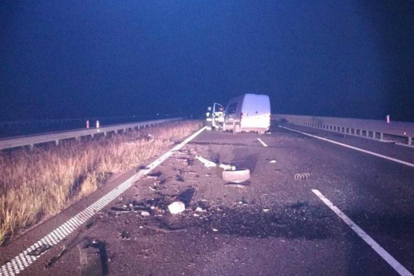 Pijany i pod prąd jechał autostradą A4 – czołowo uderzył w Sprintera