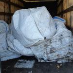 Ponad 5 ton metalu bez żadnych pasów i uszkodzony amortyzator