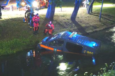 Renault Trafic olsztyńskiej Straży Miejskiej wpadł do rzeki (WIDEO)