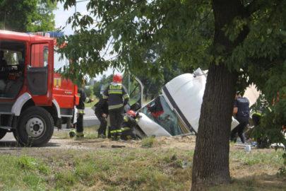 W Łowiczu Renault Master uderzyło w przepust – nie żyje kierowca